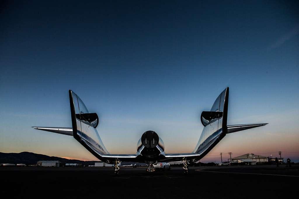 La nouvelle version du SpaceShipTwo arbore une livrée blanche et argentée différente de la précédente version du véhicule suborbital. © Virgin Galactic, Mark Greenberg