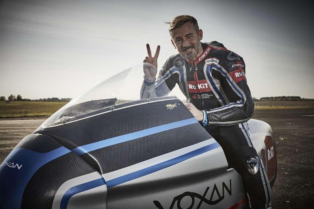 Max Biaggi, sextuple champion du monde de moto, est le pilote de la Voxan Wattman. © Voxan Motors