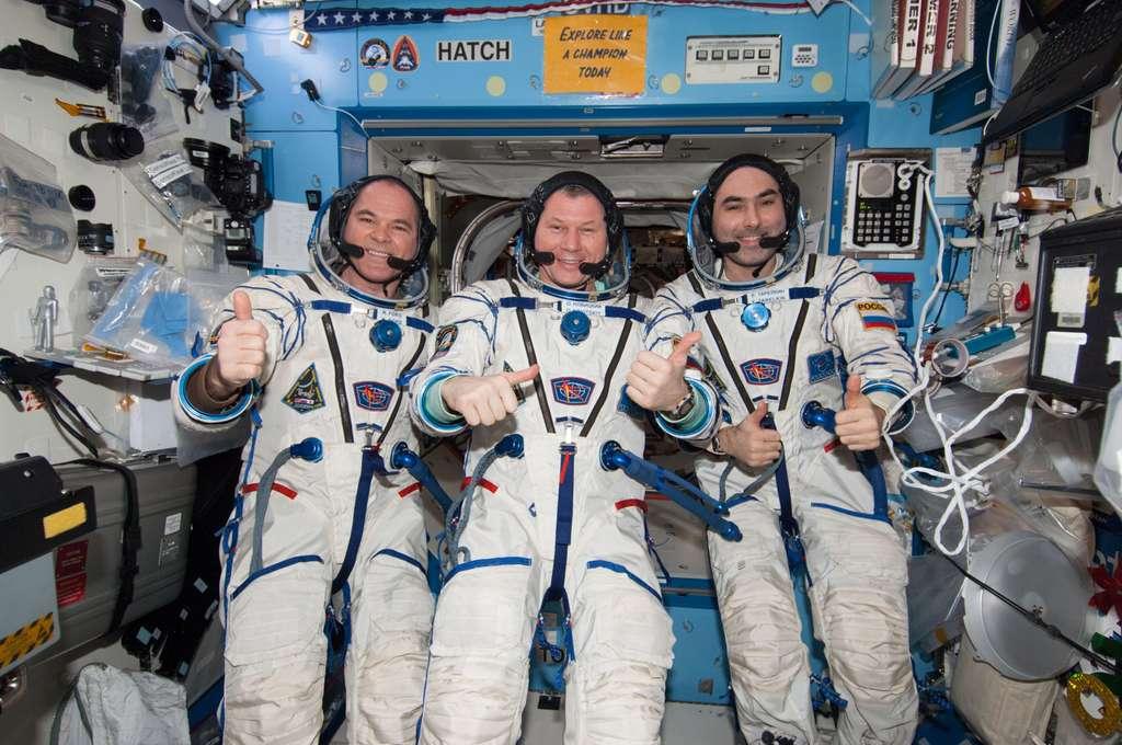 Les trois membres d'Expedition 34 avant leur retour sur Terre. De gauche à droite, Kevin Ford (Nasa), Oleg Novitskiy et Evgeny Tarelkin (Roscosmos). © Nasa