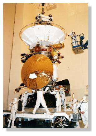 Intégration de la sonde Huygens à l'orbiteur Cassini. © Nasa
