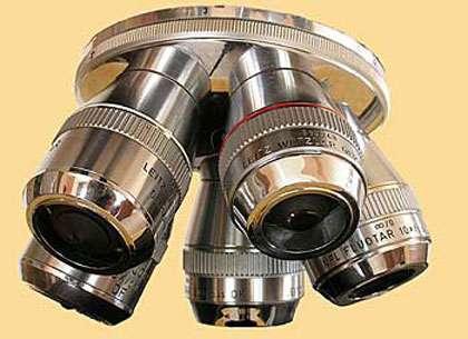 Tourelle d'objectifs de microscope optique. © Reproduction et utilisation interdites