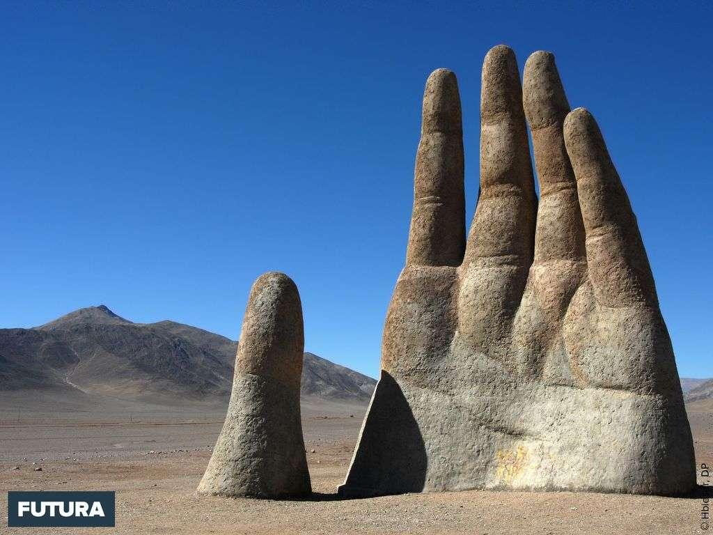 Désert d'Atacama : La Mano del Desierto 11 mètres de haut, une oeuvre de Mario Irarrázabal