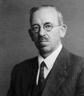 Ralph Fowler comprit que la nature des naines blanches pouvait être expliquée par la mécanique statistique quantique. © University of St Andrews