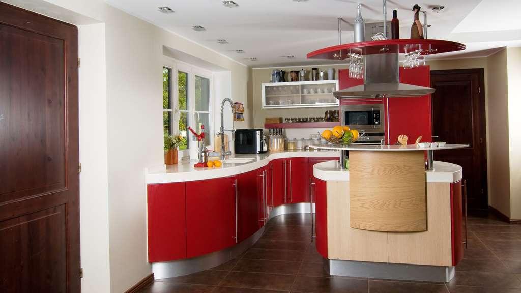 Une petite cuisine rouge
