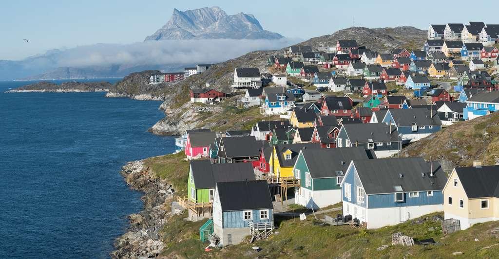 Située sur la côte ouest du Groenland, Nuuk en est la capitale. Elle abrite environ un tiers de la population de l'île. © Luis, Fotolia
