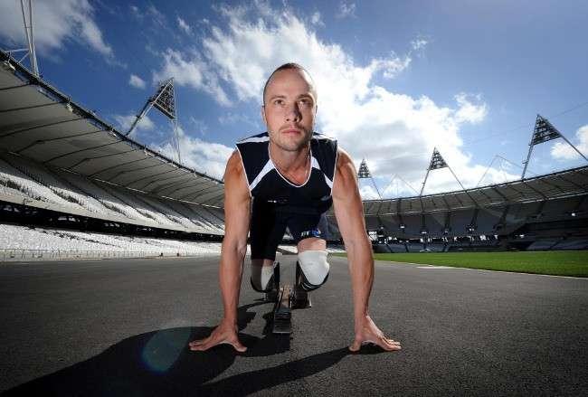 Oscar Pistorius, le premier athlète avec des prothèses de jambes à participer à une compétition parmi des coureurs valides. © Oscar Pistorius