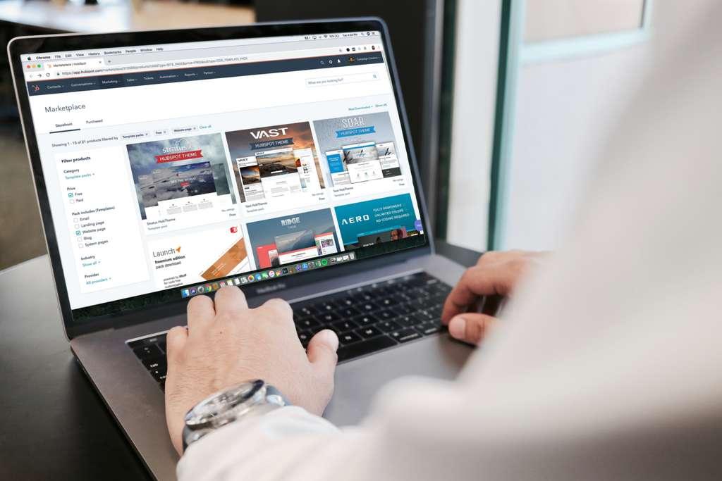 Profitez des offres chez Cdiscount qui propose un large choix d'ordinateurs. © Campaign Creators, Unsplash