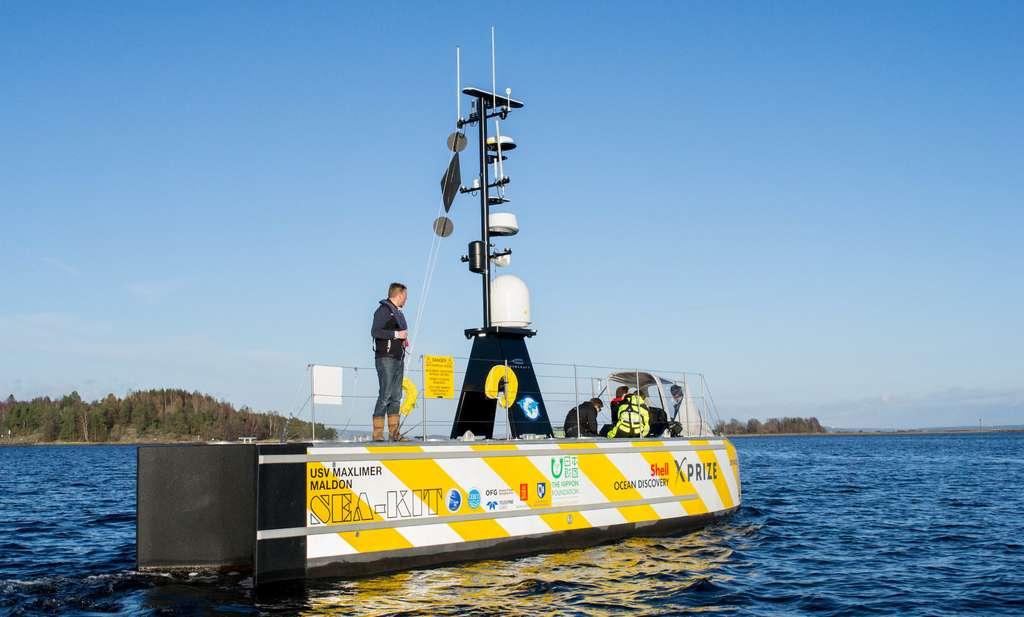 L'équipe Gebco (General Bathymetric Chart of the Oceans) remporte le Shell Ocean Discovery XPrize avec ses deux navires autonomes. Ici, le navire de surface. © Gebco-NF Alumni Team