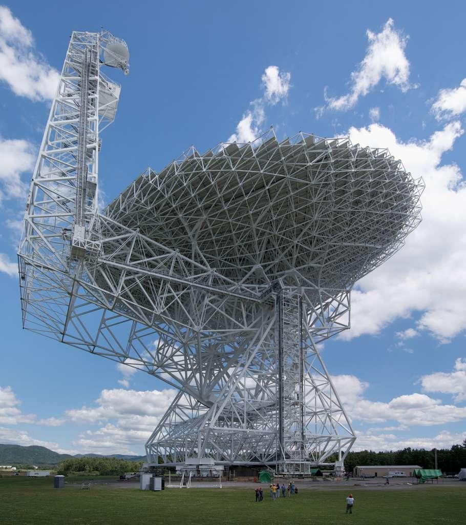 Le télescope de Green Bank (GBT) est le plus grand radiotélescope orientable du monde. Ses équipements font partie du réseau du National Radio Astronomy Observatory (NRAO) et se situent à Green Bank, en Virginie-Occidentale, aux États-Unis. © Green Bank, NRAO