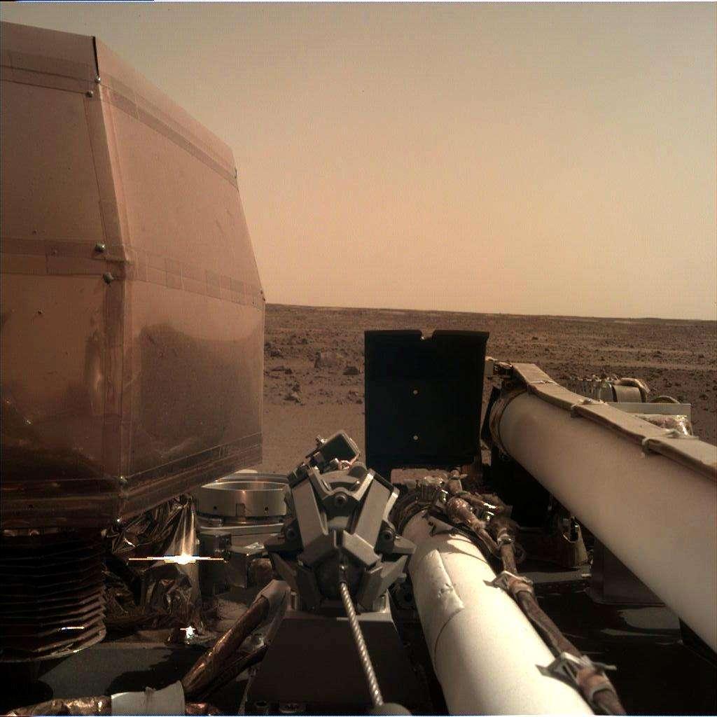 Première image d'InSight le jour de son atterrissage sur Mars. © Nasa, JPL