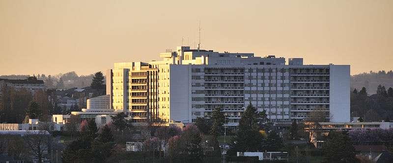 Le Centre hospitalier universitaire de Limoges (ici en image) est l'un des premiers hôpitaux français à avoir utilisé le robot Da-Vinci. © croucrou, Wikimedia Commons, cc by sa 3.0