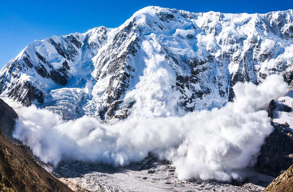 Si votre pratique du ski hors-piste déclenche une avalanche, vous risquez jusqu'à 15.000 euros d'amende et un an de prison. © nakimori, Fotolia