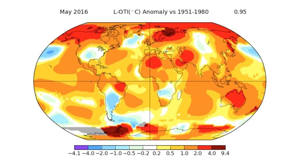 Carte des anomalies de températures, en degré Celsius, à la surface du globe terrestre (terres et océans) relevées en mai 2016. Le centre des États-Unis, le sud de la l'Amérique du Sud et une partie de la moitié sud de l'Afrique furent plus froids que la moyenne, au contraire de la Scandinavie, l'Alaska, l'ouest du Canada, l'Australie, l'Antarctique, etc., qui furent beaucoup plus chauds. © Nasa, GISS