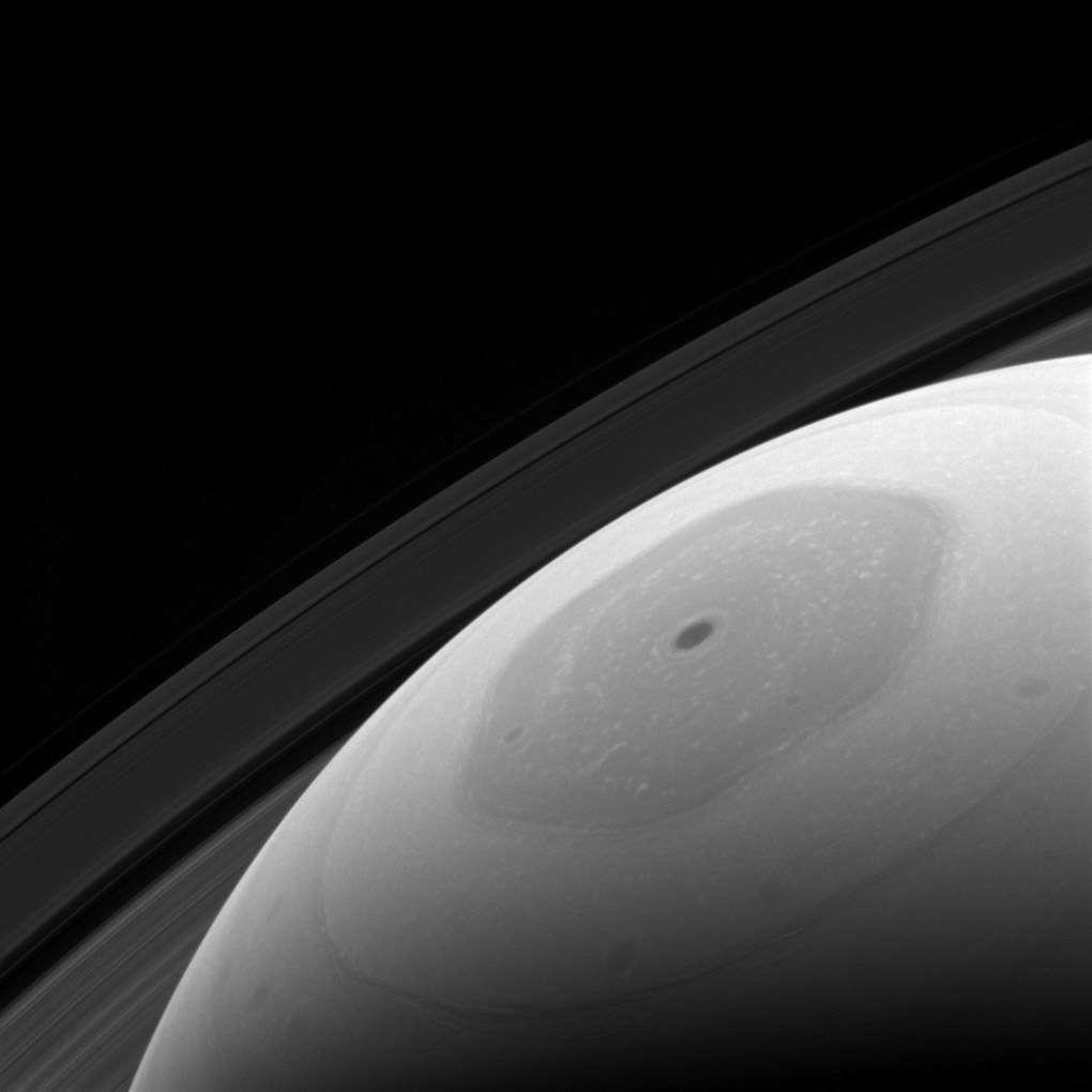 Le surprenant hexagone de Saturne, près du pôle nord. On ne sait toujours pas pourquoi il existe une telle structure au nord et pas au sud ; impossible également d'expliquer sa longévité. © Nasa, JPL-Caltech, Space Science Institute