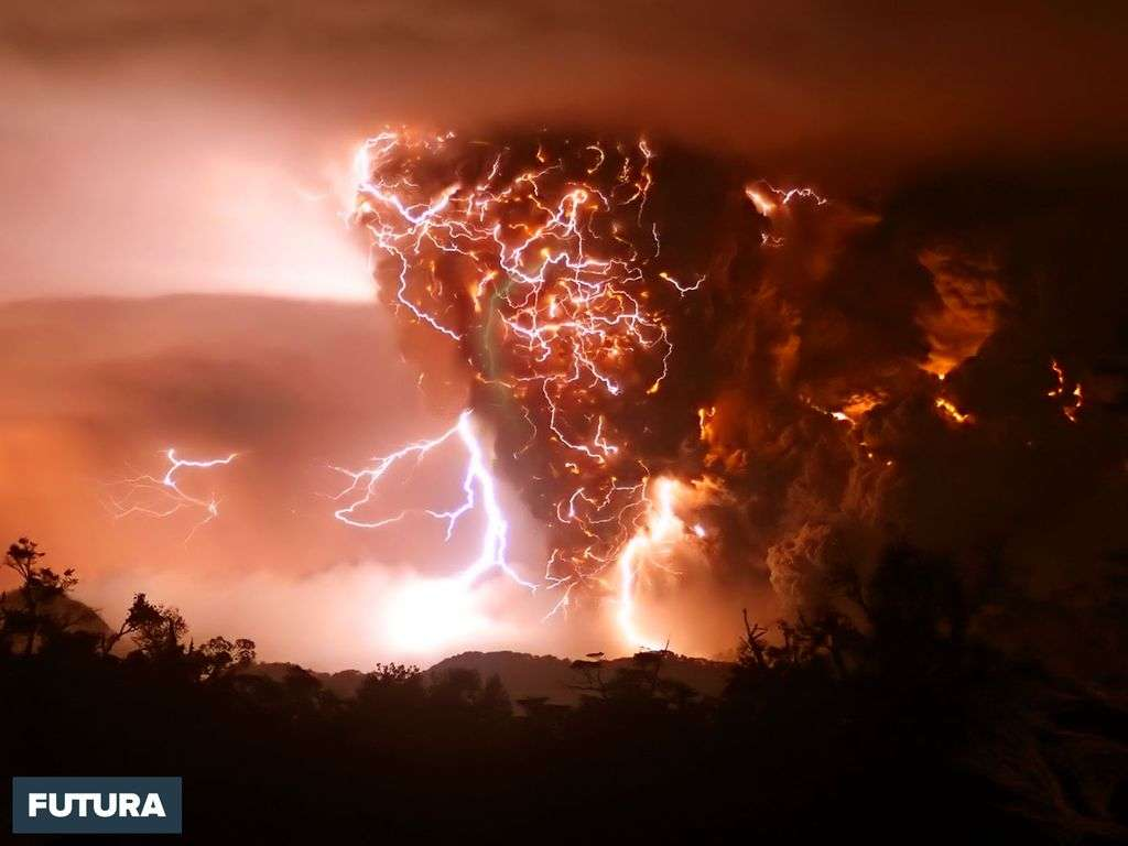 Volcan en éruption