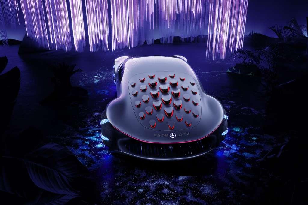 Les 33 volets multidirectionnels qui hérissent le dos de la VISION AVTR sont censés interagir avec l'environnement. © Mercedes-Benz