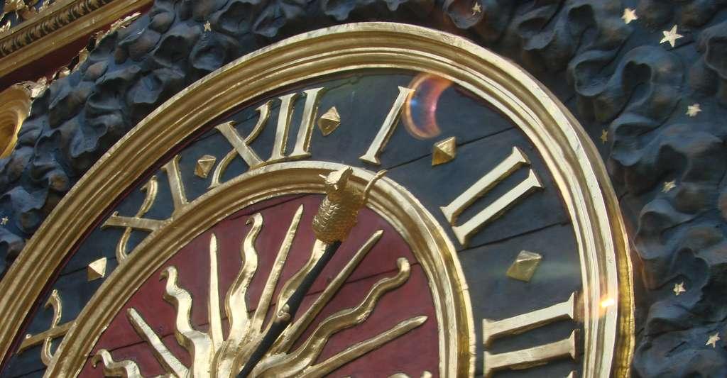 Pour l'heure d'été, on recule les horloges d'une heure. Ici, le cadran du Gros-Horloge, à Rouen. © Philippe Roudaut, CC by sa 4.0