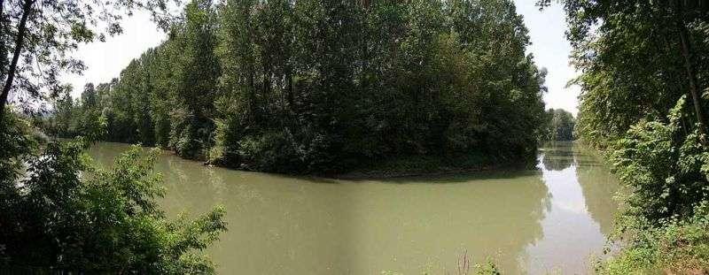 Le tourisme dans l'Aisne se fait aussi au fil de l'eau. Voici un panorama de l'Aisne au village de Soupir. Cette rivière se jette dans l'Oise, à Compiègne, après un périple de 353 km. © Bodoklecksel, cc by sa 3.0