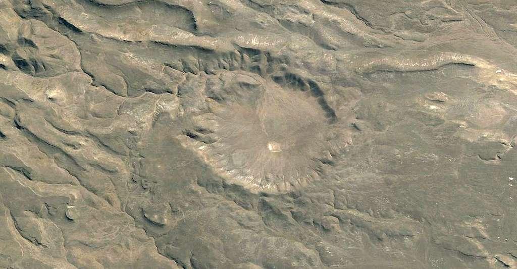 Un cratère d'impact est le signe d'une chute de météorite. Ici, cratère dans la province de Chubut, en Argentine. © Fernando de Gorocica, Wikimedia Commons, CC by-sa 4.0
