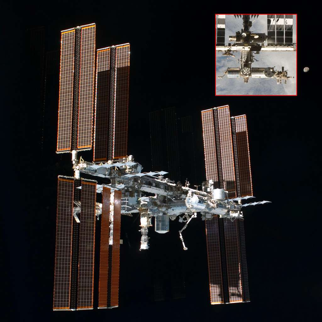 La Station spatiale internationale en juillet 2011. En encart, la partie nippone et occidentale du complexe orbital. © Nasa