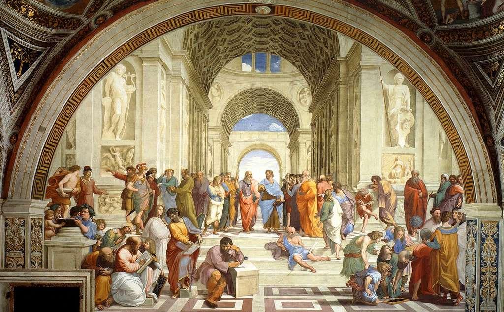 L'école d'Athènes, par Raphaël. Ce tableau représente plusieurs des grands penseurs de l'Antiquité. Au centre, illustrant le débat millénaire entre la théorie et l'expérience, Platon discute avec Aristote. Platon a été représenté avec les traits de Léonard de Vinci. © DP