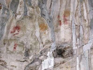 Photo 4. Des mains et des symboles... © J.M. Chazine/MisoolEcoresort 2007