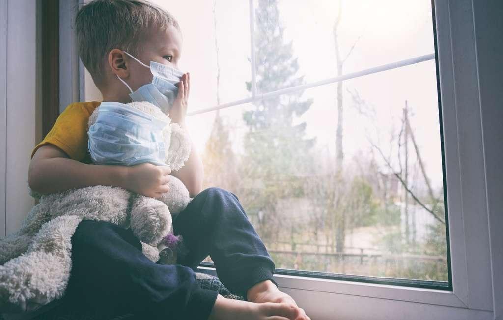 Un syndrome qui touche les enfants et se rapproche des formes sévères de Covid-19, avec des douleurs abdominales, des troubles gastro-intestinaux et une inflammation cardiaque. © Gargonia, Adobe Stock