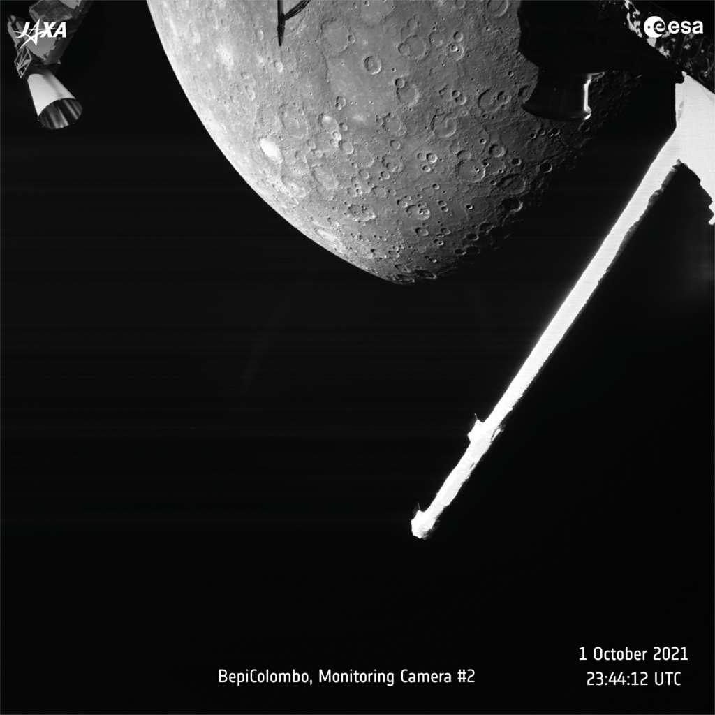 Il était 23 h 44 TU, le 1er octobre, quand BepiColombo a pris cette photo de Mercure. La sonde était alors à 2.418 kilomètres au-dessus de la surface de la planète. © ESA, BepiColombo, MTM, CC BY-SA 3.0 IGO