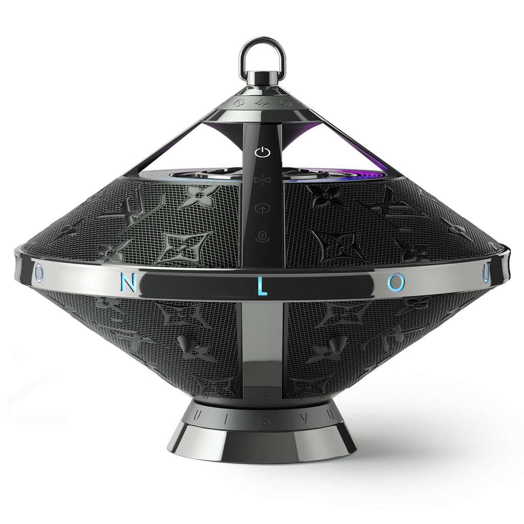 Le socle fourni permet d'exposer l'enceinte Horizon Light Up dans son salon. © Louis Vuitton
