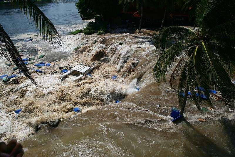 Le Tsunami sur les plages de Phuket
