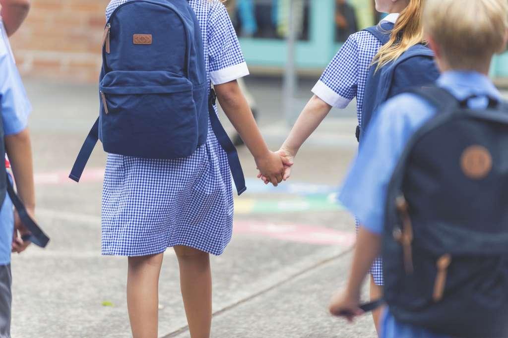 Pour protéger les enfants de la Covid-19, les scientifiques conseillent de respecter les gestes barrières. © courtneyk, IStock.com