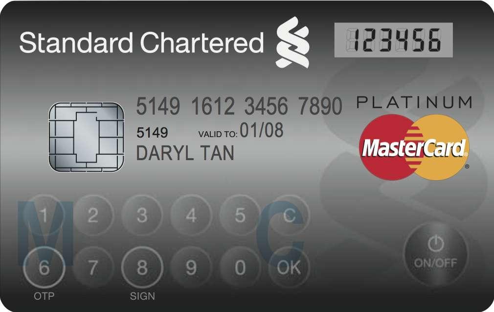 Il est loin le temps des premières cartes bancaires en carton (1951). Après la bande magnétique, la puce, le paiement sans contact, l'heure est au renforcement de la sécurité des transactions réalisées en ligne. Avec son écran LCD et son pavé tactile, la Display Card de Mastercard permet de générer un code à usage unique pour garantir la sécurité de la transaction. © Mastercard