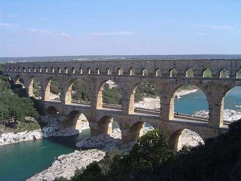 Pont du Gard, vue générale du pont-aqueduc. © ChrisO, Licence de documentation libre GNU, version 1.2