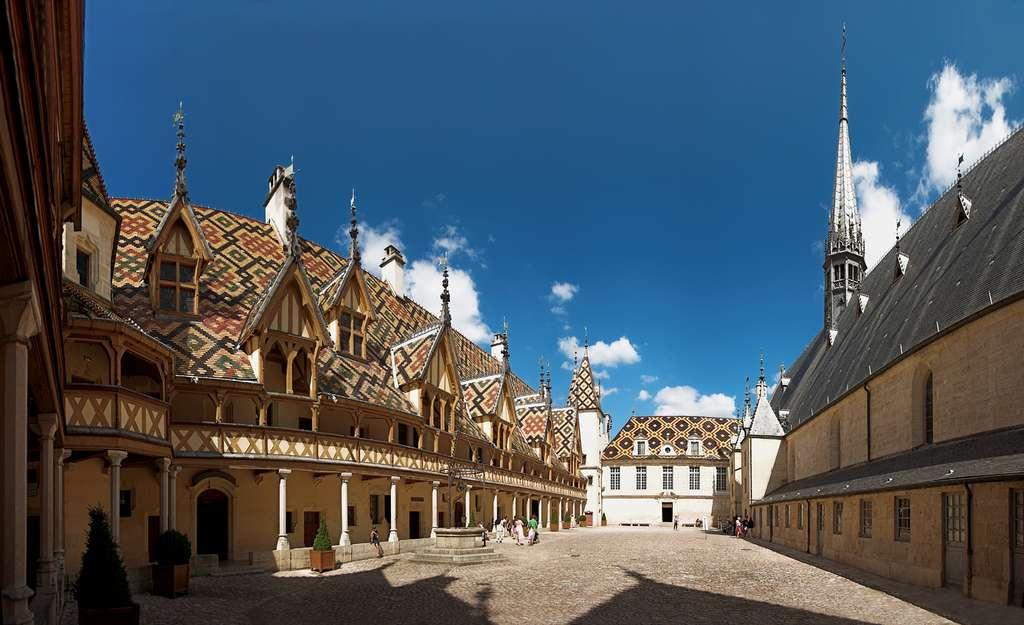 Vue intérieure des Hospices de Beaune. © Stefan Bauer, Wikimedia commons, CC by-sa 2.5