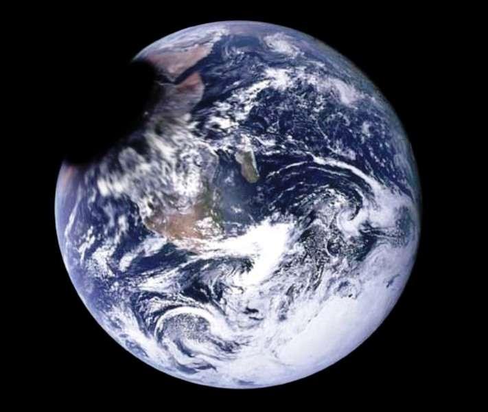Une représentation d'un événement qui ne peut pas se produire : l'engloutissement de la Terre par un minitrou noir primordial de 1015 g en train de la traverser. © Jeff Darling