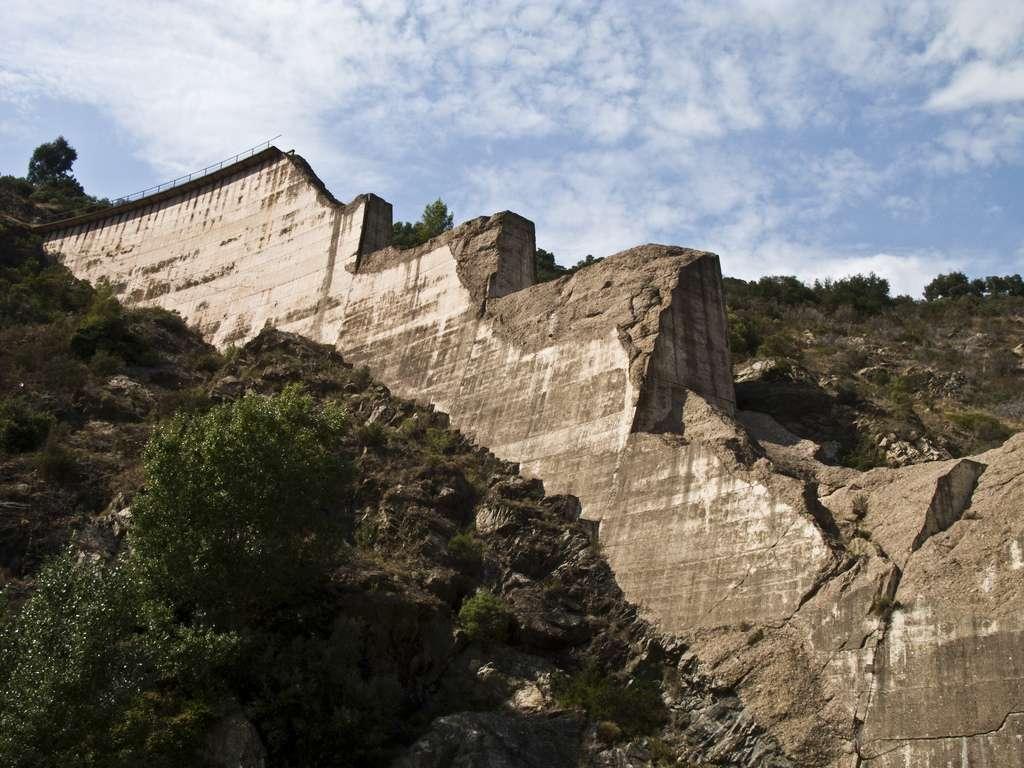 Le barrage de Malpasset reste le symbole d'une catastrophe qui a fait de nombreuses victimes dans la région. © Philip Clifford, Flickr, cc by nc sa 2.0