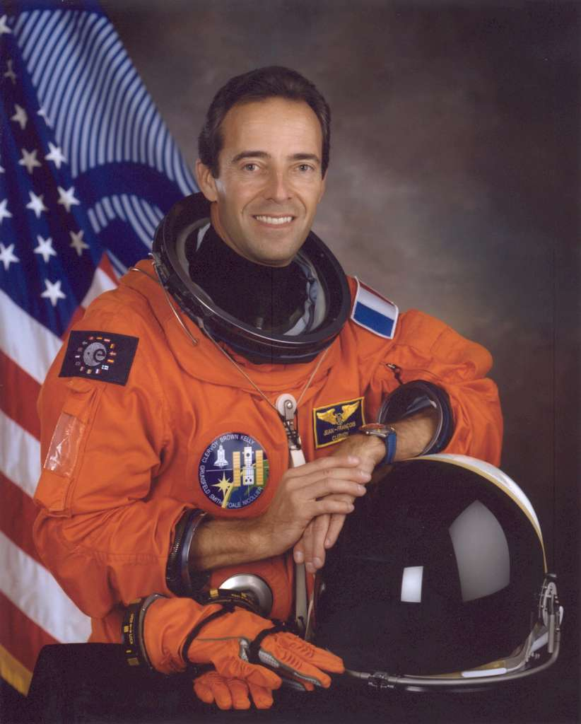 Jean-François Clervoy, astronaute de l'Esa, a volé trois fois jusque dans l'espace à bord des navettes Atlantis et Discovery, entre 1994 et 1997. Il a séjourné dans la station Mir et a participé à la réparation du télescope Hubble. Toujours désireux de faire partager son expérience, il a raconté ses vols dans Histoire(s) d'espace, éditions Jacob-Duvernet. © Nasa