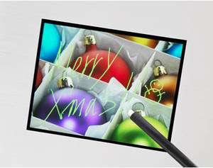 L'écran tactile de Sony, pas plus épais qu'un modèle LCD classique, affiche 640 x 480 pixels et détecte cinq contacts simultanés. © Sony