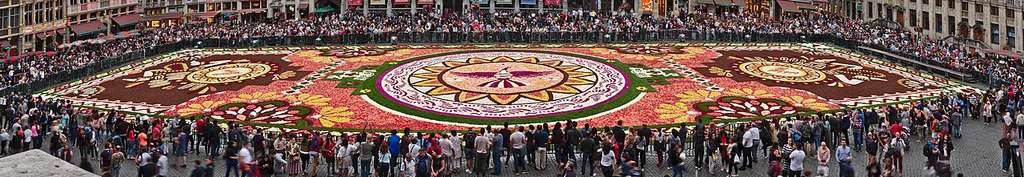 Le Mexique à l'honneur : tapis de fleurs vu de l'hôtel de ville, en 2018. © Trougnouf, Wikimedia Commons, CC 4.0