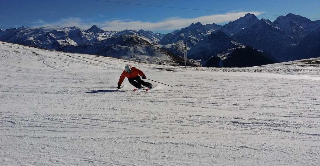 Selon certaines études, si les 2 °C de réchauffement climatique sont dépassés, à la fin du siècle, il faudra monter au-dessus de 2.500 mètres pour trouver suffisamment de neige pour skier. © mitjamikol, Pixabay, CC0 Creative Commons