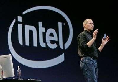 Steve Jobs au MacWorld de San Fransisco explique combien les nouveaux processeurs d'Intel augmentent la puissance de la nouvelle génération de Mac.