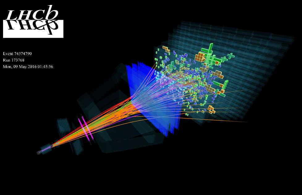 L'un des buts du détecteur LHCb est d'étudier les propriétés de particules contenant un quark b. Elles pourraient donner des indications précieuses sur l'énigme de l'antimatière manquante en cosmologie. L'image montre la production de particules dans ce détecteur par des collisions de protons le 9 mai 2016. © Cern