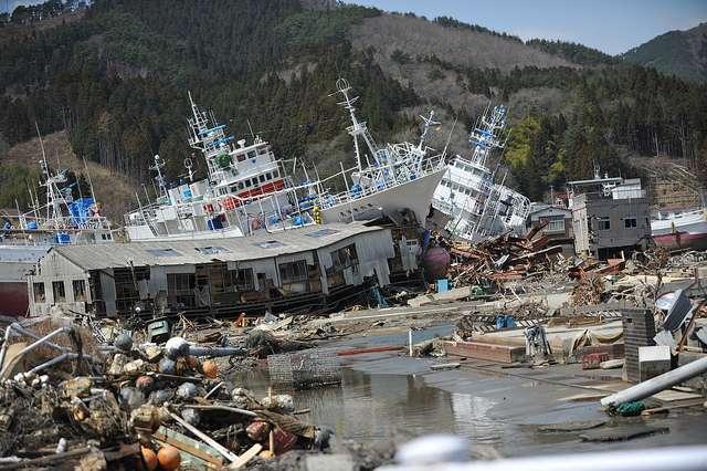 Le séisme de Tohoku (magnitude de 9) et le tsunami qui a suivi ont entraîné la mort de plus de 15.000 personnes et la disparition de près de 5.000 autres, selon un bilan daté du 11 août 2011. Ils endommagèrent également la centrale nucléaire de Fukushima-Daiichi. © whsaito, Flickr, cc by nc nd 2.0