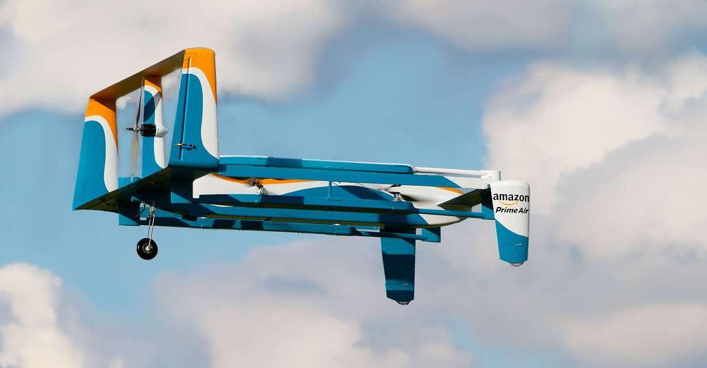 Le 7 décembre 2016, à titre expérimental, Amazon a effectué sa première livraison de colis par drone en Grande-Bretagne. © Amazon