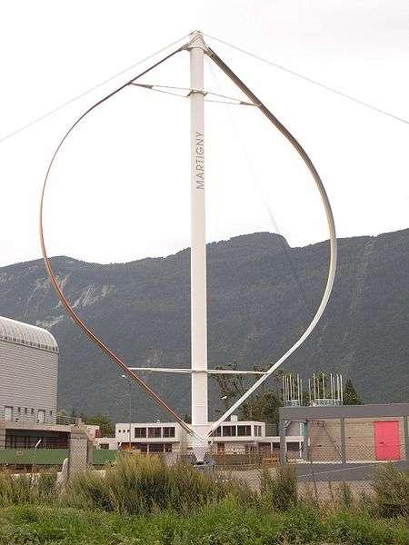 Éolienne à axe vertical de type Darrieus. © Lysippos, Wikimédia CC by-sa 3.0