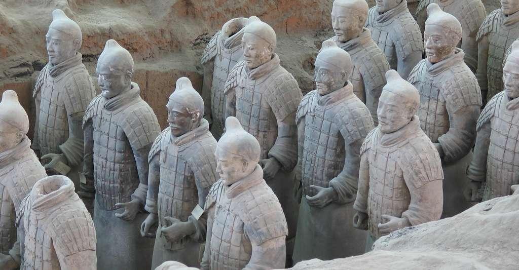 Guerriers en terre cuite dans le mausolée de l'empereur Qin