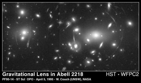 Lentille gravitationnelle. © W. Couch/Nasa