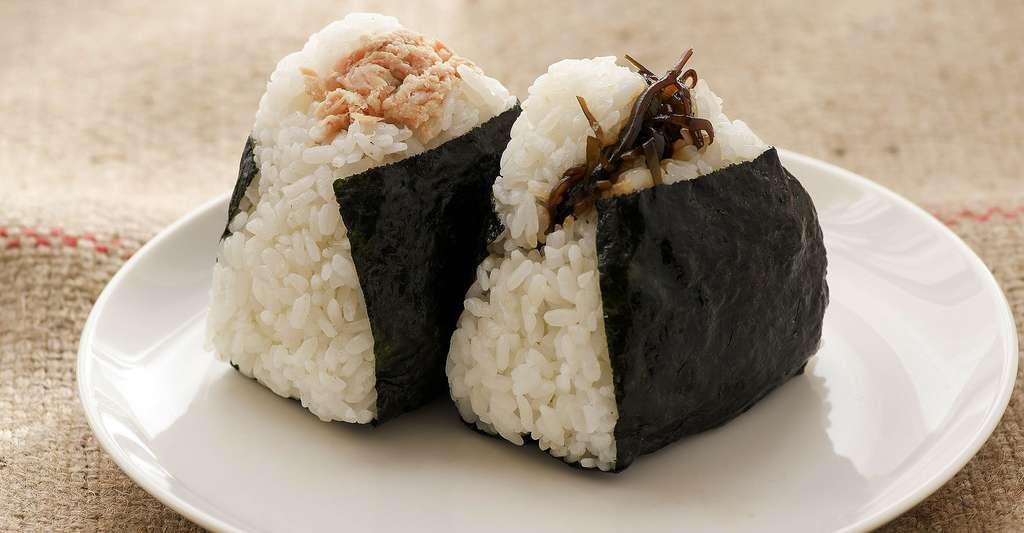 Quels sont les bienfaits du riz ? Le sushi est un plat japonais composé d'un riz vinaigré appelé shari. © Sayama, Pixabay, DP