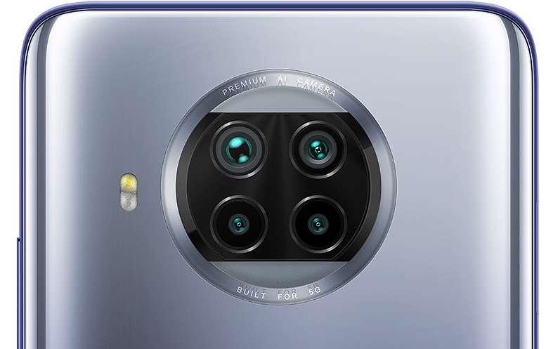 Les quatre modules photos sont placés dans un cercle centré en haut du dos du mobile. © Futura