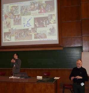 Une présentation remarquée, celle du projet La science n'est pas un handicap par Jean-François Soulier (à gauche), intervention traduite en langue des signes. © Jean-Baptiste Feldmann